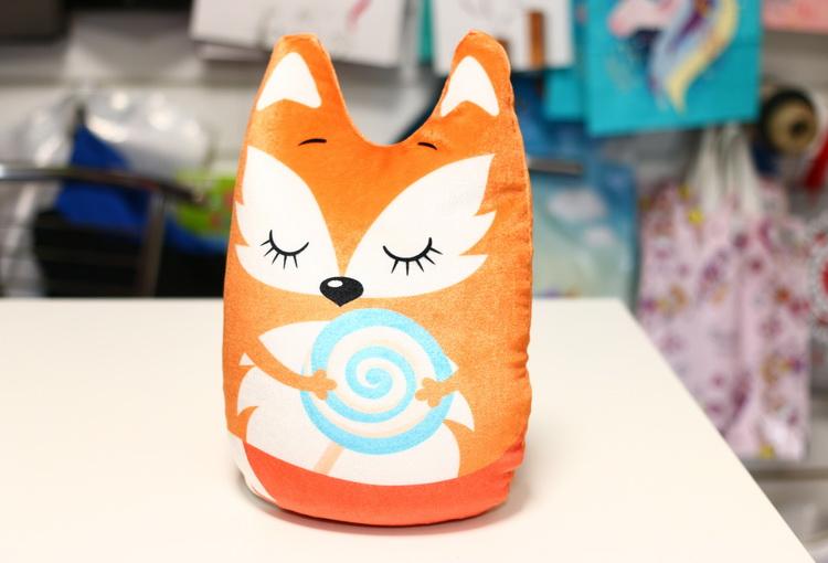 Игрушка лисичка с леденцом