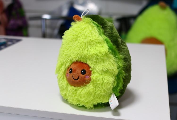 Игрушка авокадо пушистый 20см