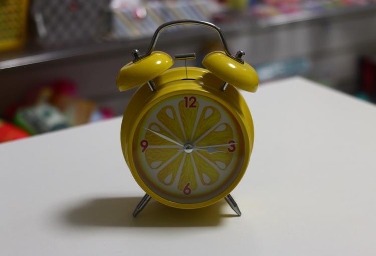 Часы будильник лимон