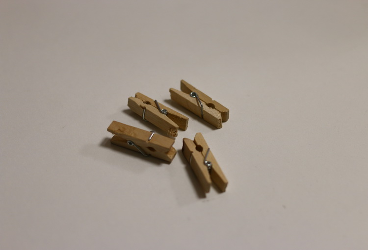 Прищепка деревянная маленькая