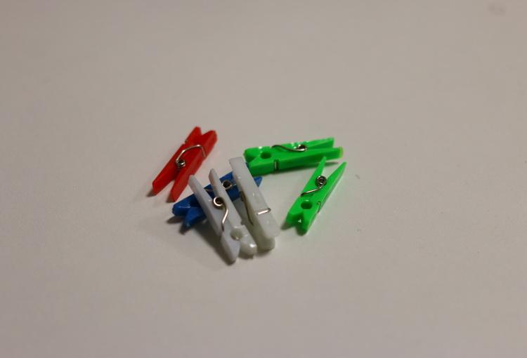 Прищепка пластмассовая маленькая
