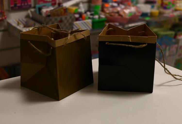 Пакет квадратный черный/золотой